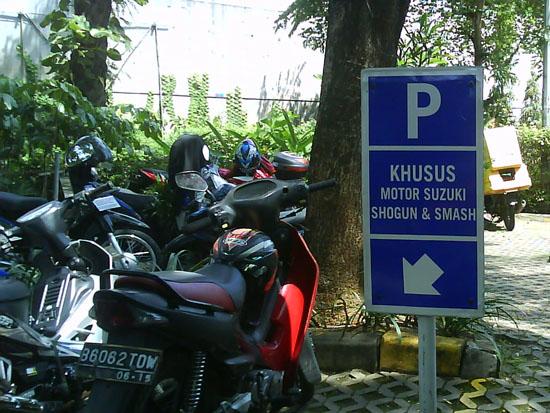 Parkir Sepeda Motor Cibubur Junction